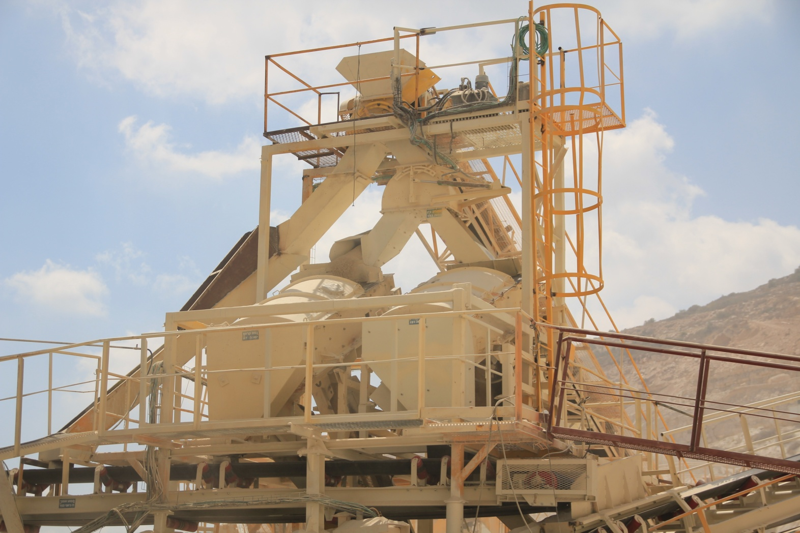 Processing of wet products of crushing.